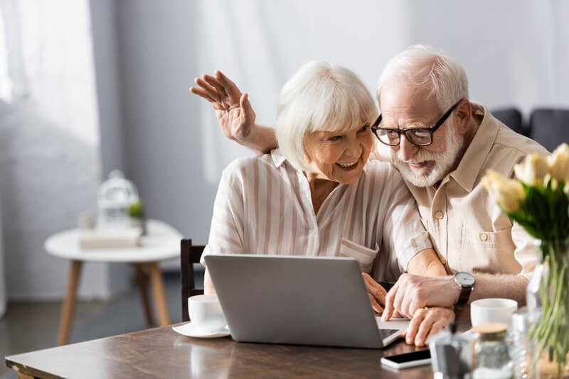 how to support seniors with technology
