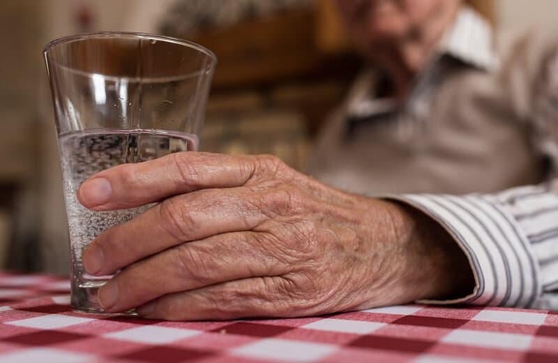 10 simple ways to keep seniors hydrated